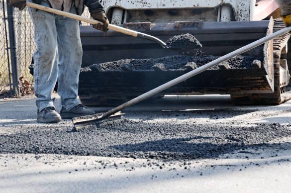 Spread the asphalt carefully